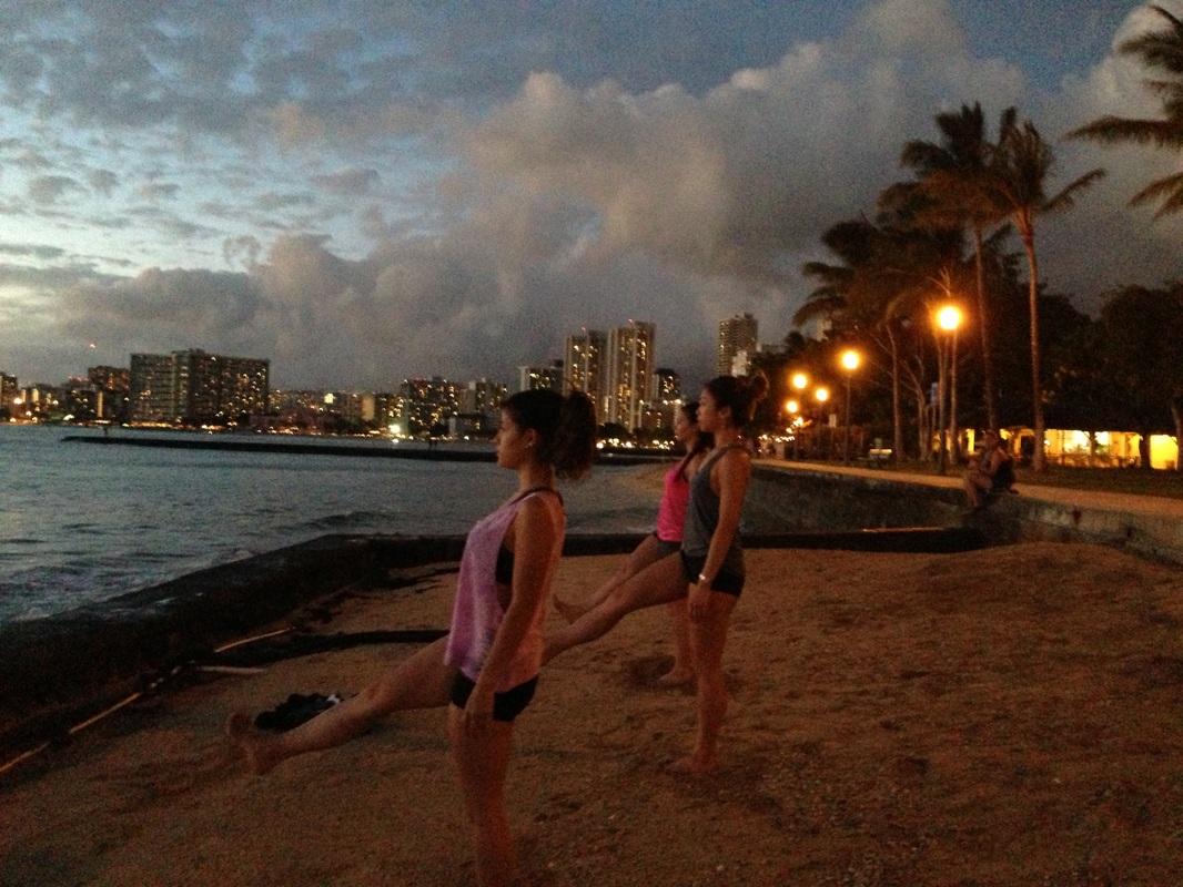 Beach sunset yoga hawaii wellness retreats beach for Wellness retreat san diego