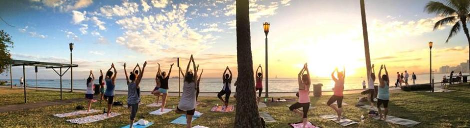 Beach Sunset Yoga Hawaii Mindful Hikes And Wellness Retreats Excursions On Oahu Maui Island San Go In Waikiki